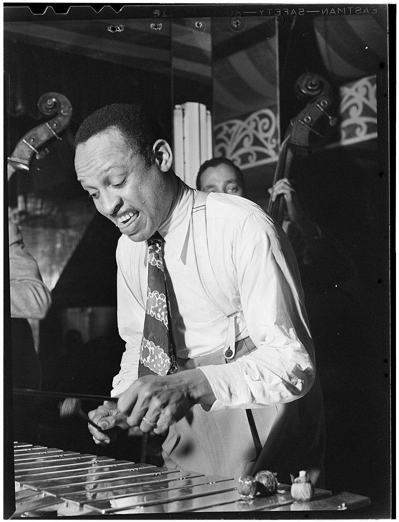 800px-Lionel_Hampton,_Aquarium,_New_York,_ca._June_1946_(William_P._Gottlieb_03841)